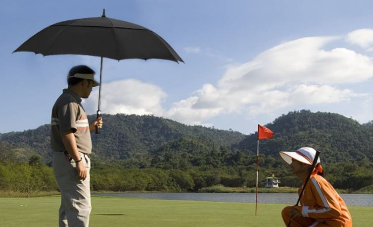 Golfschirm gegen Wind, Regen und Sonne